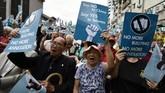 Aktivis pro-kemerdekaan Taiwan menampilkan plakat yang menyerukan referendum selama rapat umum di Taipei. (SAM YEH / AFP)