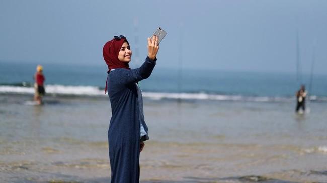 Musabeh memiliki pendekatan berbeda yakni mengabarkan Gaza tetap indah meskipun banyak hal yang terjadi di sana. (REUTERS/Mohammed Salem)