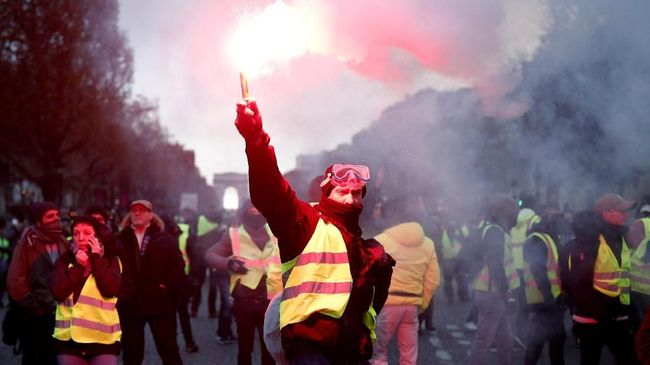Senang dengan Pidato Macron, Rompi Kuning Tetap Ingin Demo
