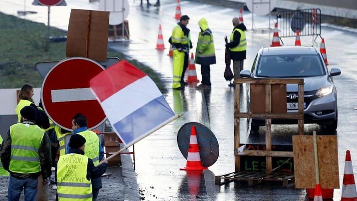 Penundaan kenaikan pajak BBM di Prancis akan diumumkan pada Selasa waktu setempat.