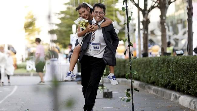 Pemenang tersebut mengatakan bahwa mereka berlari untuk hidup mereka. (REUTERS/Soe Zeya Tun)