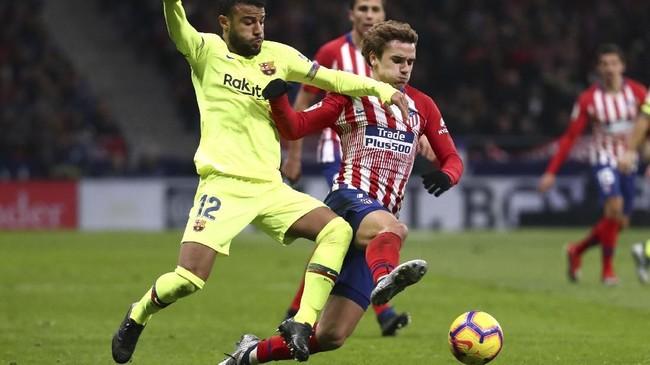 Baik Atletico Madrid maupun Barcelona sama-sama kesulitan menciptakan peluang di babak pertama. Skor imbang 0-0 terjadi di akhir babak pertama. (REUTERS/Sergio Perez)
