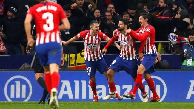 Gol ini merupakan gol pertama Diego Costa ke gawang Barcelona setelah sebelumnya selalu gagal menyarangkan bola dalam duel lawan Blaugrana. (REUTERS/Paul Hanna)