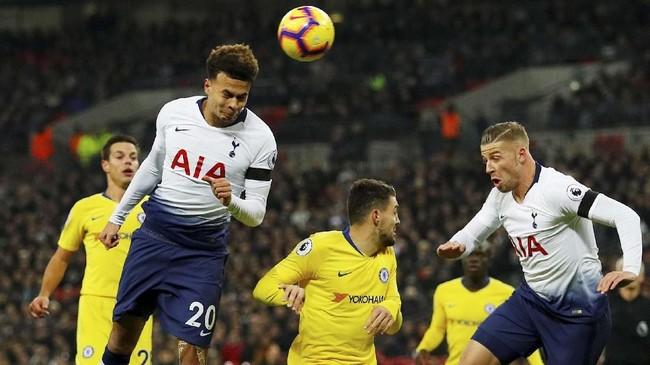 Dele Alli berhasil membuka keunggulan Tottenham Hotspur di menit kedelapan. (REUTERS/Phil Noble)