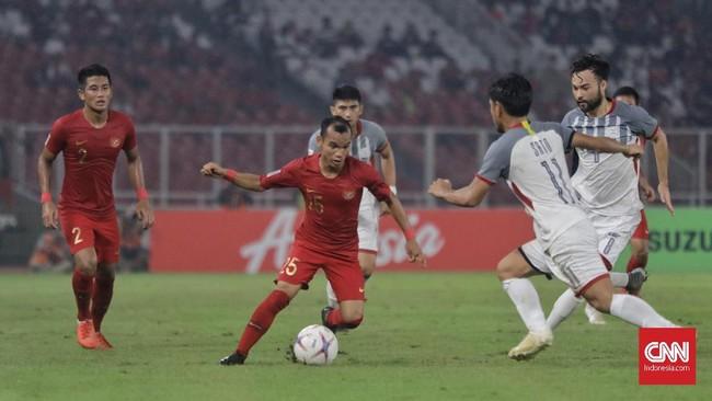 Gelandang Timnas Indonesia Riko Simanjuntak yang mengisi posisi sayap kanan kerap merepotkan lini pertahanan timnas Filipina sepanjang 90 menit. (CNN Indonesia/Adhi Wicaksono)