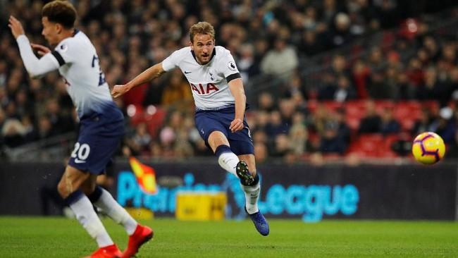 Gol Dele Alli membuat Tottenham Hotspur makin bergairah. Harry Kane sukses menggandakan keunggulan di menit ke-16. (REUTERS/Phil Noble)