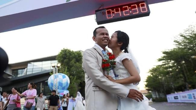 Pemenangnya adalah Saisroy Songprasert dan Wasan Thatnamol. (REUTERS/Soe Zeya Tun)