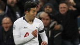 Gol Son Heung Min merupakan gol terbaik di laga itu karena ia berlari dari hampir setengah lapangan, melewati Jorginho dan David Luiz sebelum melepaskan tembakan mendatar. (Reuters/Matthew Childs)