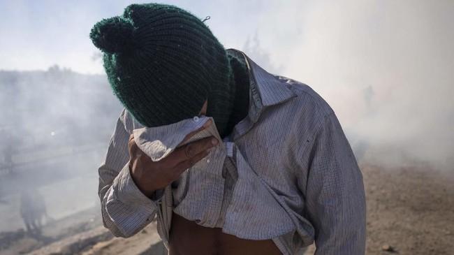 Kini, nasib para imigran semakin terkatung-katung. Enggan tinggal di Meksiko, tapi tak diperbolehkan masuk ke AS. (Reuters/Adrees Latif)