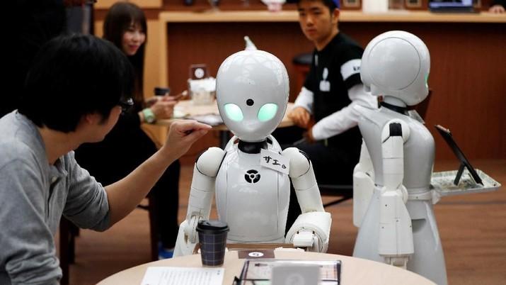 Sepuluh orang dengan penyakit ALS akan mendapatkan ¥ 1.000 atau sekitar Rp 128.000 per jam untuk mengendalikan robot.
