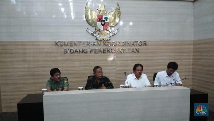 Pemerintah menurunkan pungutan ekspor minyak kelapa sawit (CPO) dan turunannya menjadi nol. Keadaan sudah mendesak karena harga CPO turun tajam.