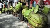 Hasil sidak yang dilakukan Pertamina dan Disperindag Palembang menemukan salah satu penyebab kelangkaan adalah banyak rumah makan yang menggunakan tabung LPG 3 kg. (ANTARA FOTO/Nova Wahyudi)