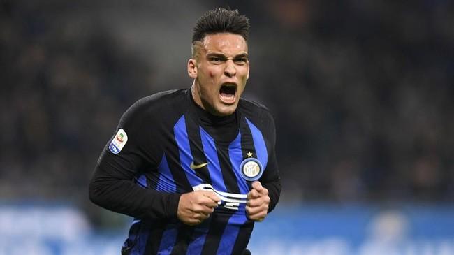 Lautaro Martinez mencetal gol kedua Inter Milan ke gawang Frosinone. I Nerazzurri menang 3-0 atas tim tamu. (REUTERS/Daniele Mascolo)