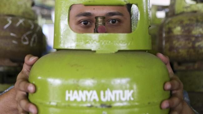 LPG 3 kg kini menjadi salah satu barang langka di wilayah Sumatera Selatan.(ANTARA FOTO/Nova Wahyudi)