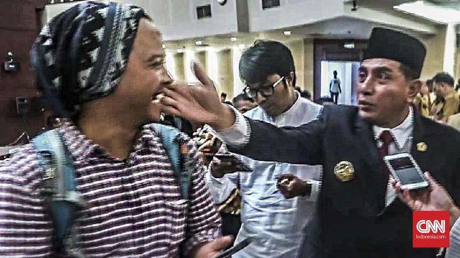 Disinggung #EdyOut, Ketua Umum PSSI Elus Pipi Wartawan