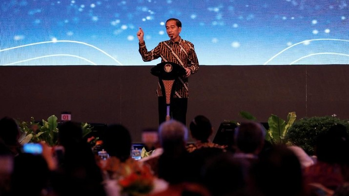 Jokowi menegaskan tidak akan ragu menggigit kepada siapa saja yang menghalangi upaya pemerintah dalam menekan angka impor