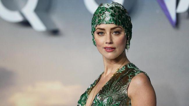 Topi Renang dan Gaun Couture Amber Heard di 'Aquaman'
