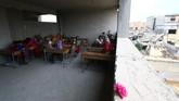 Selama ISIS berkuasa, seluruh sekolah di Raqqa ditutup dan mereka menerapkan sistem pendidikan tersendiri dengan visi . (REUTERS/Aboud Hamam)