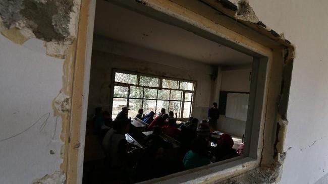 Setelah ISIS kalah pada Oktober 2017, pemerintah setempat kembali membuka 44 sekolah. (REUTERS/Aboud Hamam)