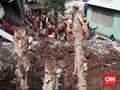 FOTO: Penanganan Longsor di Pasar Rebo