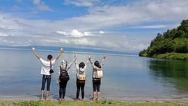 Keseruan Para Milenial Menjelajah Sisi Lain Danau Toba