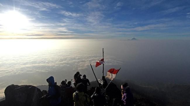 Gunung tertinggi ketiga di Jawa Timur ini merupakan idola para pendaki, karena puncaknya merupakan salah satu tempat terbaik untuk menyaksikan matahari terbit.