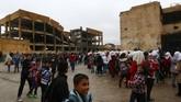 Anak-anak di Kota Raqqa, Suriah, kembali bersekolah setelah 4 tahun absen lantaran wilayah mereka dikuasai ISIS. (REUTERS/Aboud Hamam)