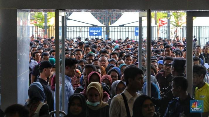 Mengintip Perjuangan Ribuan Orang Berburu Pekerjaan Idaman