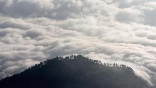 Tebing 'Negeri di Atas Awan Citorek' Ditutup Sementara