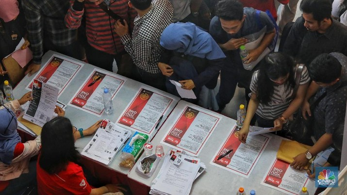 Rencana Presiden Joko Widodo menggaji pengangguran mendapatkan perhatian publik.