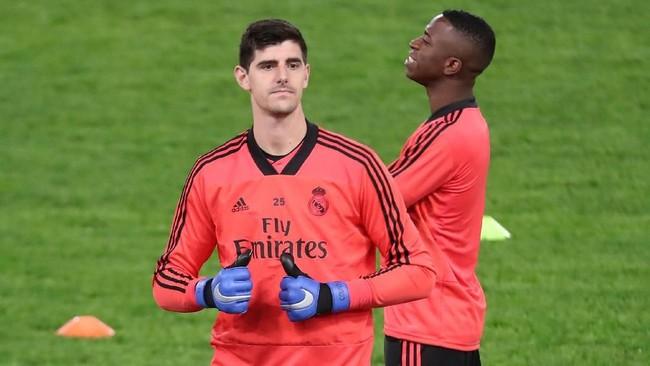 Thibaut Courtois lebih sering menjadi pilihan utama Madrid di bawah mistar pada musim ini. Namun di Liga Champions kiper Belgia ini baru bermain sekali. Sementara dalam tiga laga lain, Keylor Navas yang tampil sebagai penjaga gawang utama. (REUTERS/Tony Gentile)