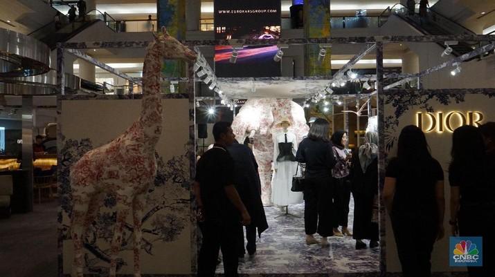 Membawa koleksi Cruise 2019, pop up store ini akan berlangsung pada tanggal 14-30 November di Plaza Indonesia, tepatnya di cafe La Moda, Jakarta.