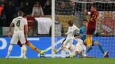 Patrick Schick yang menjadi ujung tombak AS Roma memunculkan kemelut di depan gawang Real Madrid. (REUTERS/Tony Gentile)