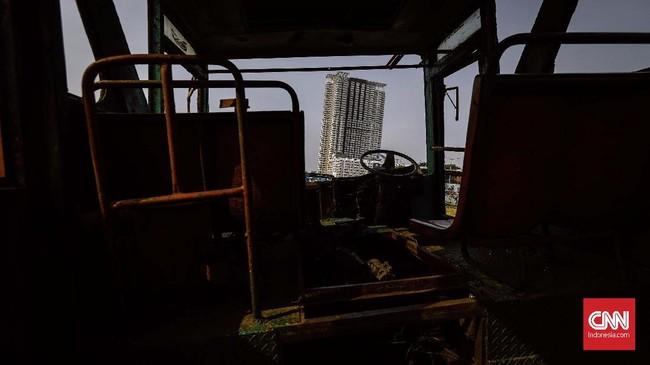Saat ini terdapat 93 trayek bus sedang di Ibu Kota. Sebanyak 54 di antaranya adalah trayek Metromini, sebagian besar berada di Jakarta Selatan. Sisanya dilayani Kopaja 30 trayek, Koantas Bima 5 trayek, Kopami 3 trayek, dan Dian Mitra 1 trayek. (CNN Indonesia/Adhi Wicaksono)