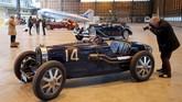 Bugatti 51 Grand Prix 1953 seluruh komponen orisinal bakal diperebutkan para kolektor saatlelang mobil antik Retromobile digelar di Paris pada 8-10 Februari 2019. (REUTERS/Charles Platiau)
