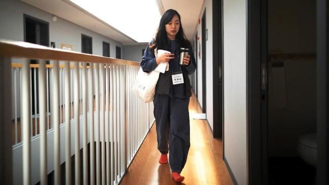 Tamu-tamu hotel penjara ini sebagian besar pelajar dan pekerja yang merasa stres akibat rutinitas hidupnya.