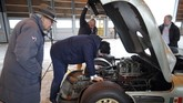 Herve Poulain, co-founderbalai lelang Artcurial yang menyediakan mobil-mobil antik di pameran Retromobile pada 8-10 Februari 2019. Semua mobil antik yang dipamerkan bisa dibeli pengunjung. (REUTERS/Charles Platiau).