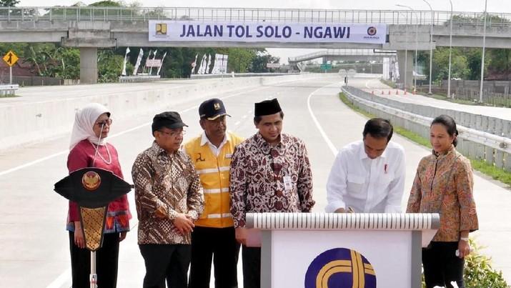 Jokowi Resmikan Tol Solo-Ngawi, Pangkas Waktu Tempuh 1,5 Jam