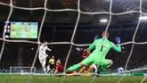 Setelah skor imbang tanpa gol menjadi hasil akhir babak pertama, Gareth Bale membobol gawang AS Roma dua menit setelah babak kedua dimulai. (REUTERS/Alessandro Bianchi)