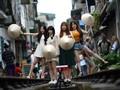Hanoi Tawarkan Sensasi Selfie di Rel Kereta