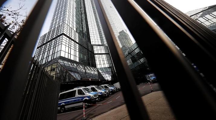 Sekitar 170 petugas menggeledah enam kantor Deutsche Bank di sekitar Frankfurt atas tuduhan pencucian uang terkait Panama Papers.