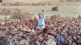 Kesuksesan AS di luar negeri tak serta-merta membuat Bush digemari publiknya sendiri. Ia dikritik karena tak mampu menghindari Negeri Paman Sam dari krisis ekonomi 1990. Bush menghadapi sejumlah tantangan seperti defisit perdagangan yang besar atau pendapatan pemerintah federal yang terbatas. (REUTERS/Rick Wilking)