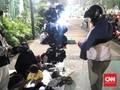 'Sambil Menyelam Minum Air', Mencari Rezeki di Aksi Reuni 212