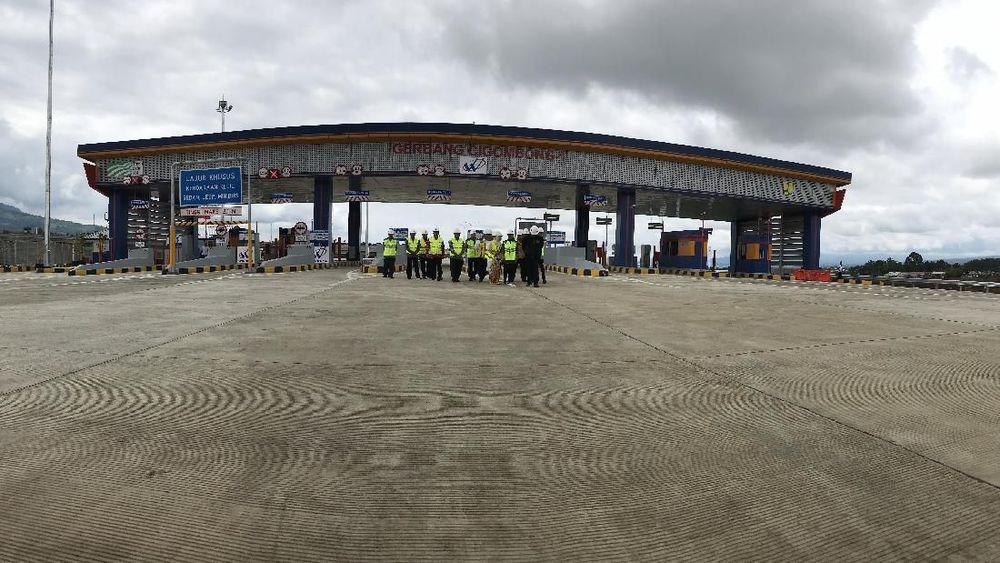 Presiden Joko Widodo telah meresmikan Jalan Tol Bogor-Ciawi-Sukabumi (Bocimi) Seksi 1, yakni ruas Ciawi-Cigombong, Sabtu (1/12/2018). (CNBC Indonesia/Anastasia Arvirianty)