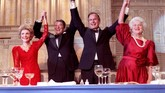 Setelah menjadi wakil presiden selama dua periode menemani Presiden Ronald Reagan, George H. W. Bush terpilih menggantikan Reagan dan menjalankan pemerintahan AS dengan hati-hati. (REUTERS/File Photo)