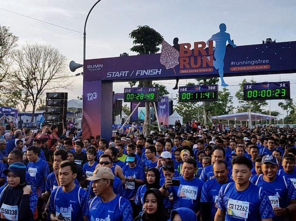 Sedikitnya 10.000 pelari yang berasal dari seluruh Indonesia tumpah ruah meramaikan ajang tersebut. Foto: dok. BRI