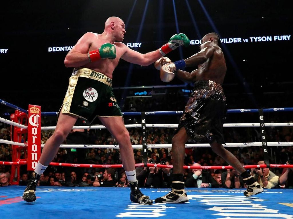 Duel Sengit Tyson Fury dan Deontay Wilder Tanpa Pemenang