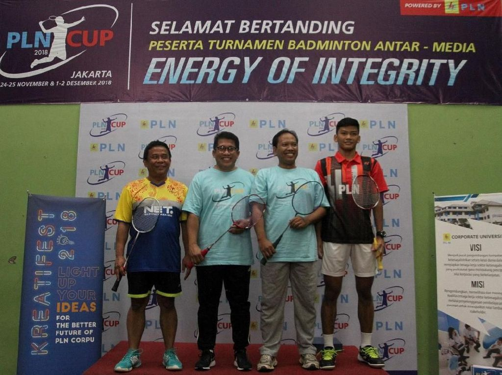 Tim Net TV berhasil menjadi juara pada Turnamen Badminton Antarmedia PLN CUP 2018 setelah mengalahkan tim TVRI pada pertandingan final yang digelar di GOR Pusdiklat PLN Ragunan, Jakarta, kemarin. Istimewa.