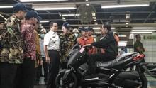 Beda Gaya Jokowi dan Prabowo Saat Naik Motor