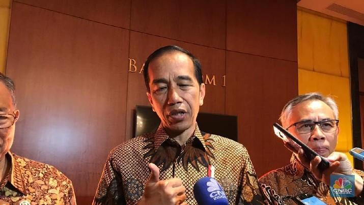 Presiden Joko Widodo (Jokowi) akhirnya meneken aturan devisa hasil ekspor (DHE)